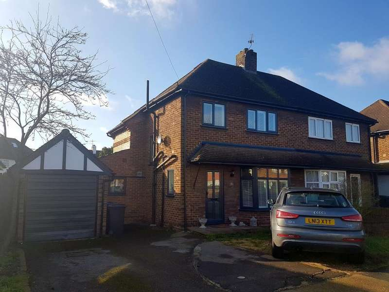 3 Bedrooms House for sale in Hunters Road, Chessington, KT9