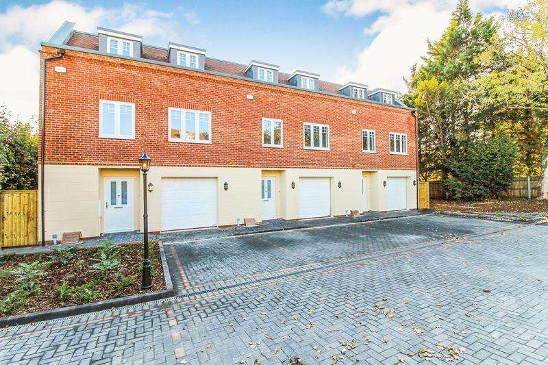 5 Bedrooms End Of Terrace House for sale in The Dolmans, Newbury