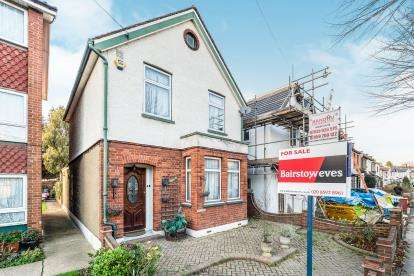 3 Bedrooms Semi Detached House for sale in Essex, Chadwell Heath, United Kingdom