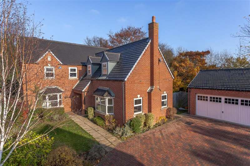 5 Bedrooms Detached House for sale in Greystone Park, Leeds, LS25 3AS