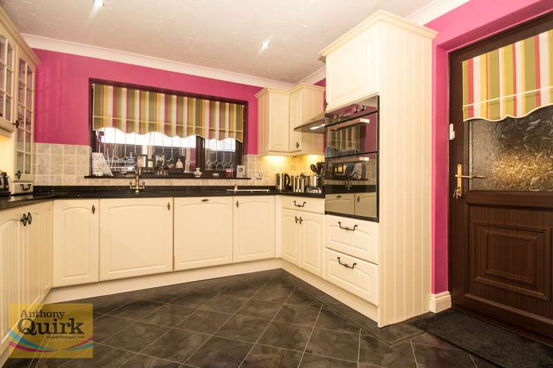 4 Bedrooms Detached House for sale in Holbek Road, Canvey Island, SS8