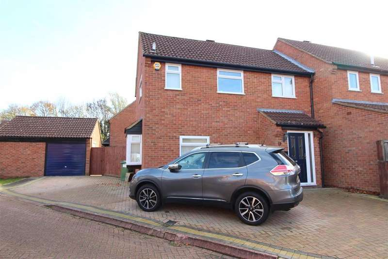 3 Bedrooms Semi Detached House for sale in Bradbury Close, Bradwell, Milton Keynes