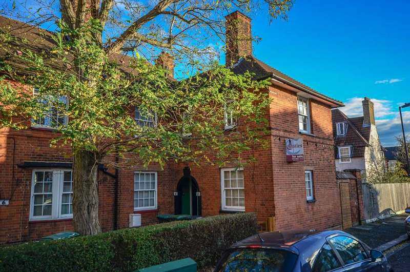 2 Bedrooms Flat for sale in Walden Road, Tottenham, London, N17