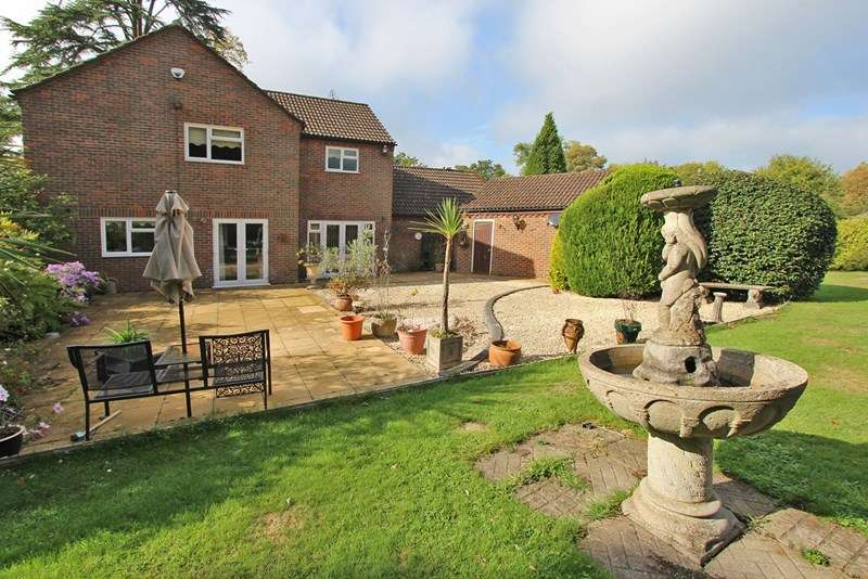4 Bedrooms Detached House for sale in Haskells Close, Lyndhurst