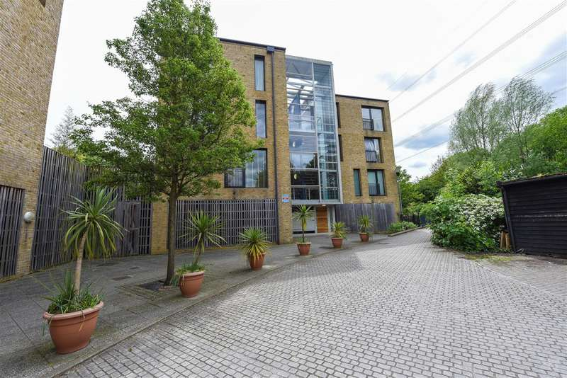 2 Bedrooms Apartment Flat for sale in Bennetts Courtyard, Watermill Way, Colliers Wood