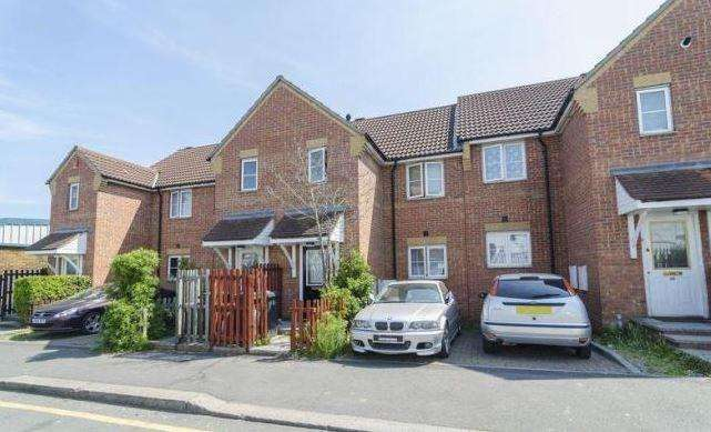 2 Bedrooms Terraced House for sale in Clifford Road, Walthamstow, E17