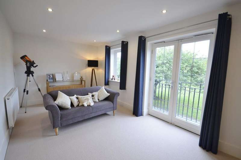 5 Bedrooms Terraced House for sale in Machin Place, Altrincham