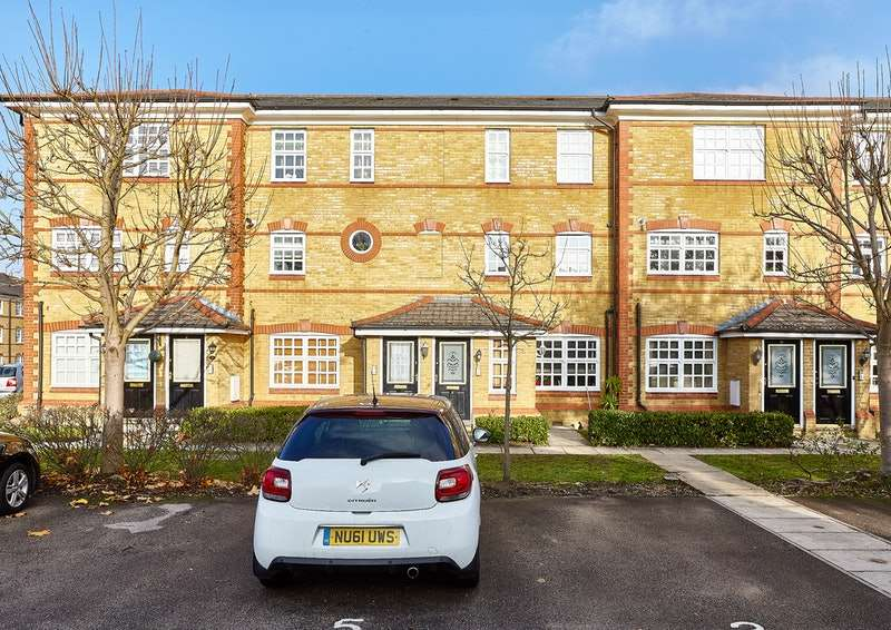 2 Bedrooms Flat for sale in Anderson Close, London, London, N21