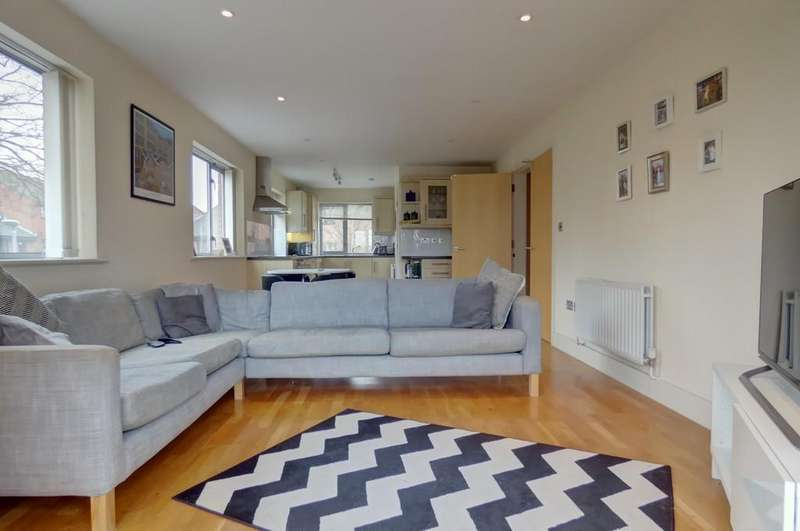 2 Bedrooms Apartment Flat for sale in Syston, Leicester