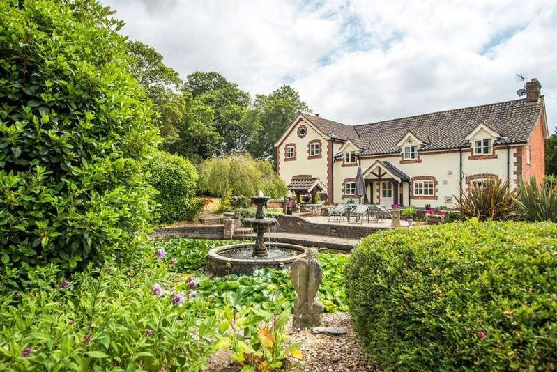 5 Bedrooms Detached House for sale in Walcot Green, Diss