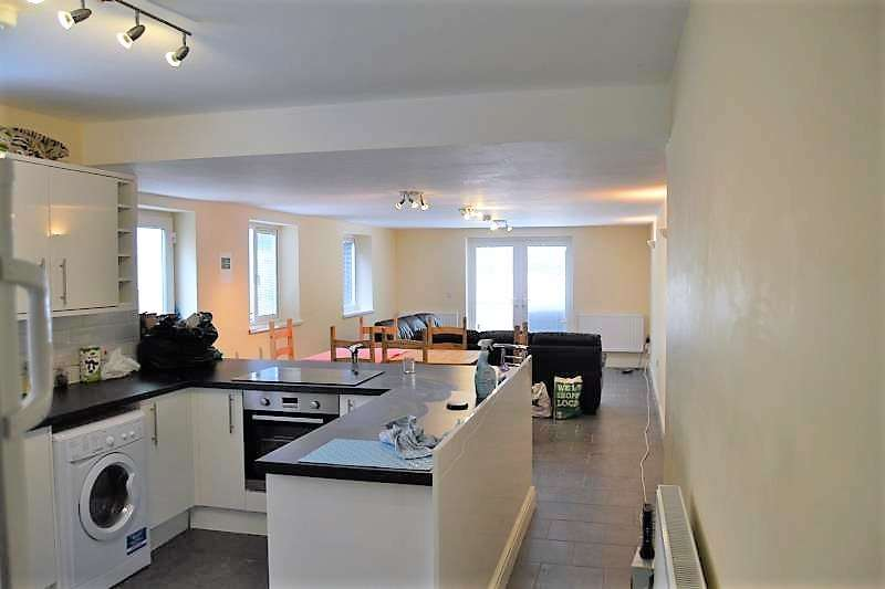 9 Bedrooms House for rent in Colum Road, ,