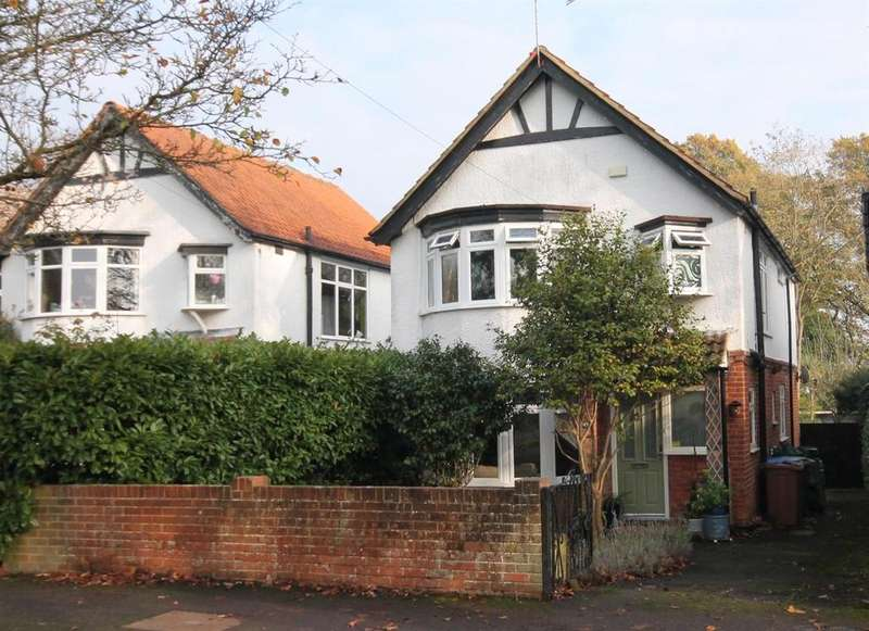 3 Bedrooms Detached House for sale in Canterbury Road, Farnborough
