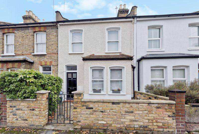 3 Bedrooms Terraced House for sale in Victory Road, London