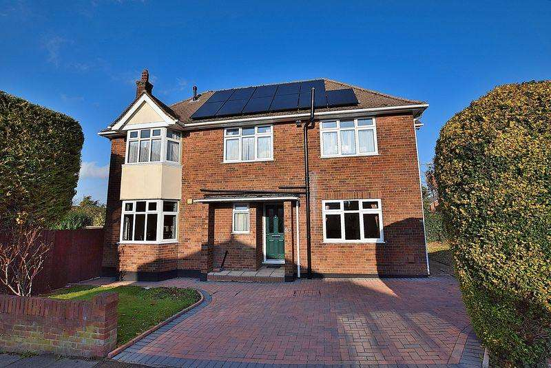 4 Bedrooms Detached House for sale in Chiltern Road, Central Dunstable