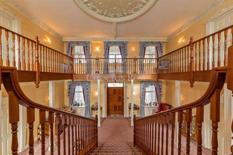 7 Bedrooms Detached House for sale in Stapleford Tawney