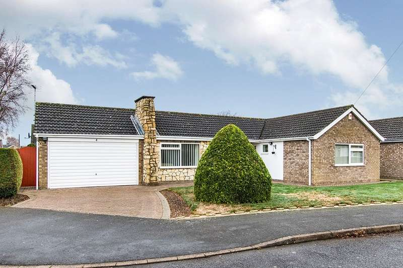 3 Bedrooms Detached Bungalow for sale in Rigsmoor Close, North Hykeham, Lincoln, LN6