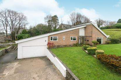 4 Bedrooms Bungalow for sale in The Spinney, Old Road, Wrexham, LL11
