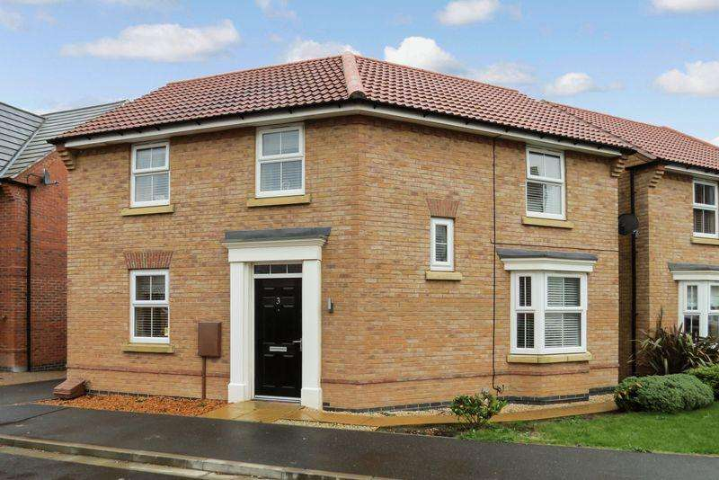 3 Bedrooms Detached House for sale in South Bourne