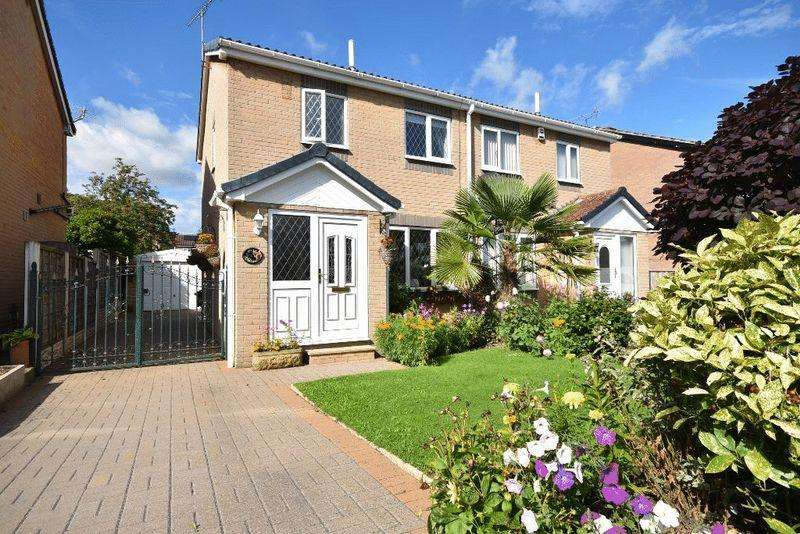 3 Bedrooms Semi Detached House for sale in Bransdale Walk, Altofts
