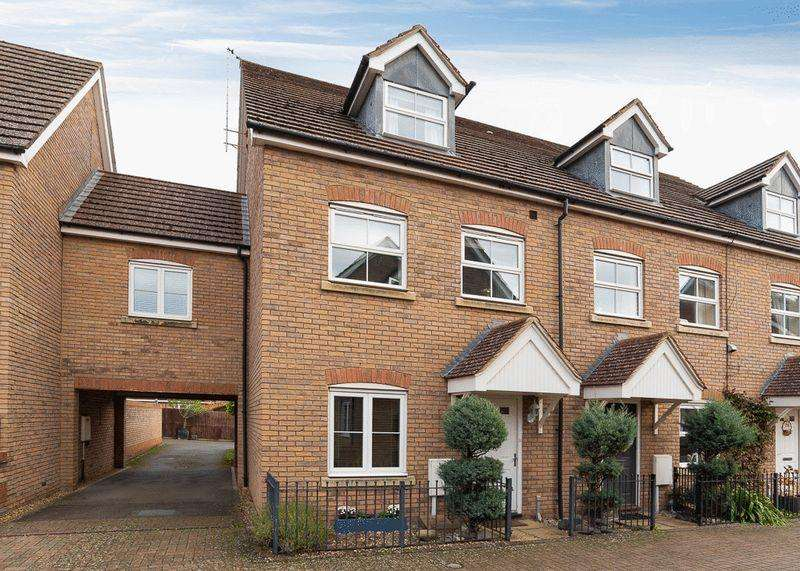 4 Bedrooms Terraced House for sale in Harewelle Way, Harrold, Bedfordshire, MK43