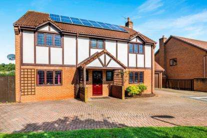 House for sale in Kynges Mill Close, Frenchay, Bristol