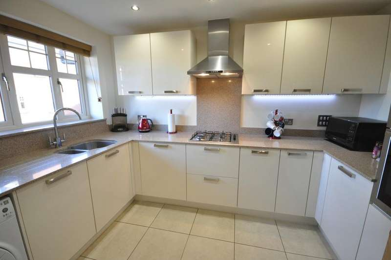 4 Bedrooms Detached House for sale in Selcourt Close, Woodley, Reading, RG5 3AS