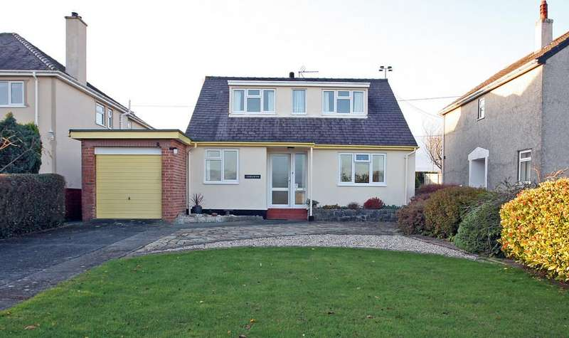 4 Bedrooms Detached Bungalow for sale in Greenfield Avenue, Llangefni, North Wales