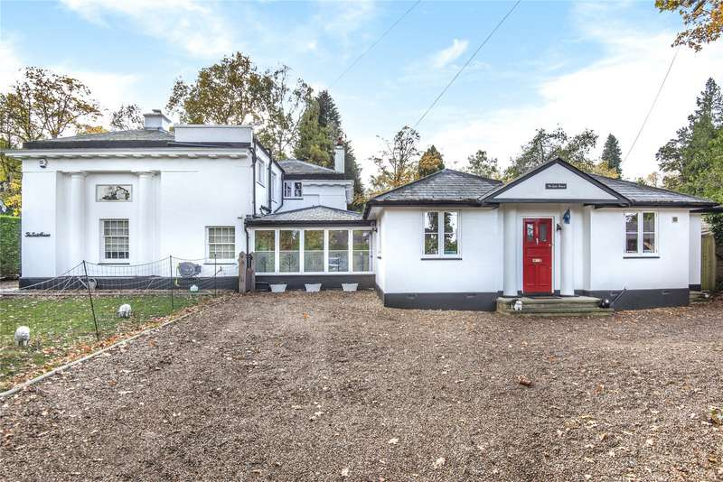 4 Bedrooms Detached House for sale in Coach Road, Ottershaw, Surrey, KT16