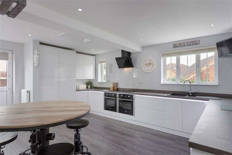 5 Bedrooms Detached House for sale in Old Bell Close, Stansted, Essex