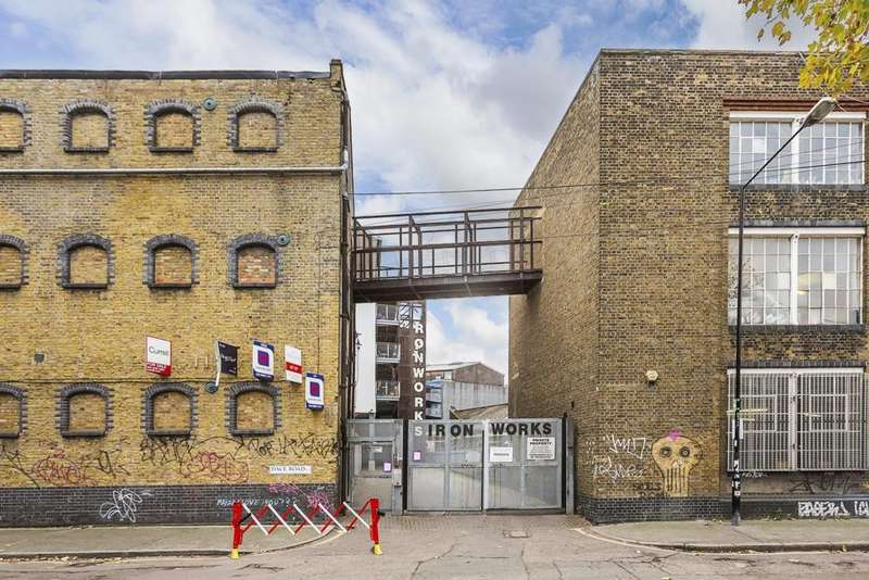 2 Bedrooms Flat for sale in Ironworks, Dace Road, Bow, E3