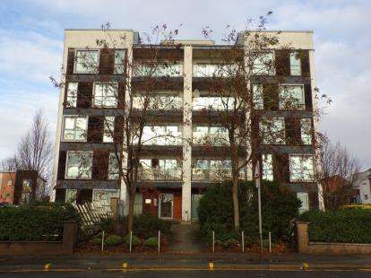 2 Bedrooms Flat for sale in Ashton Old Road, Manchester, Greater Manchester