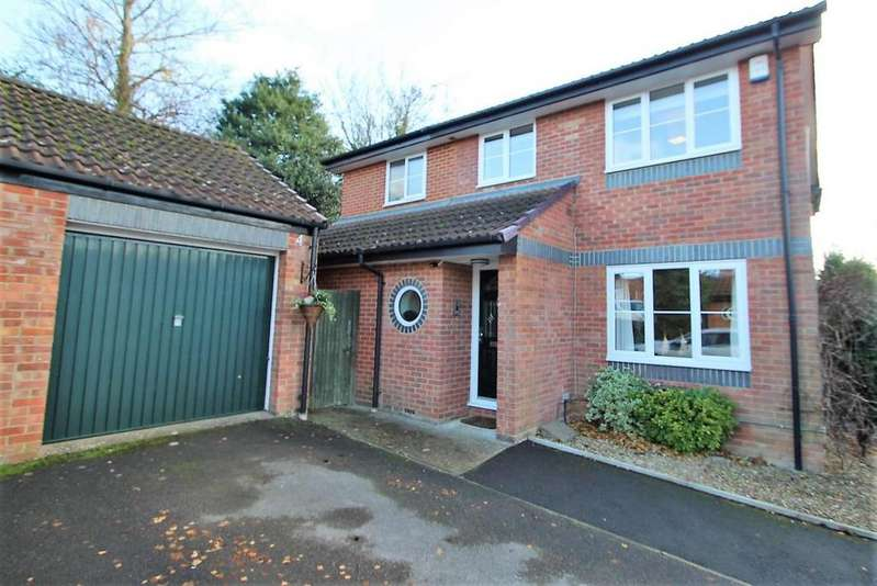 4 Bedrooms Detached House for sale in Wythemede, Binfield, RG42