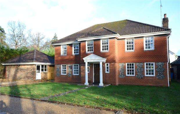 5 Bedrooms Detached House for sale in Attenborough Close, Fleet, Hampshire