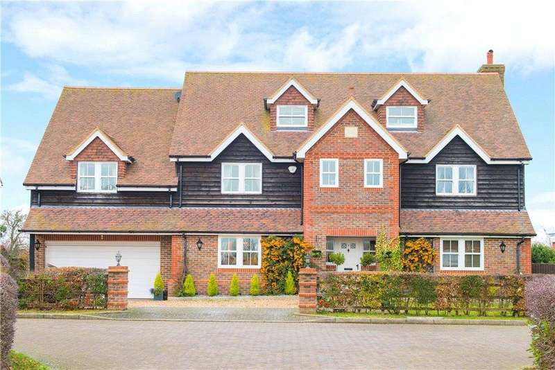 5 Bedrooms Detached House for sale in Beacon View, Northall, Dunstable, Buckinghamshire
