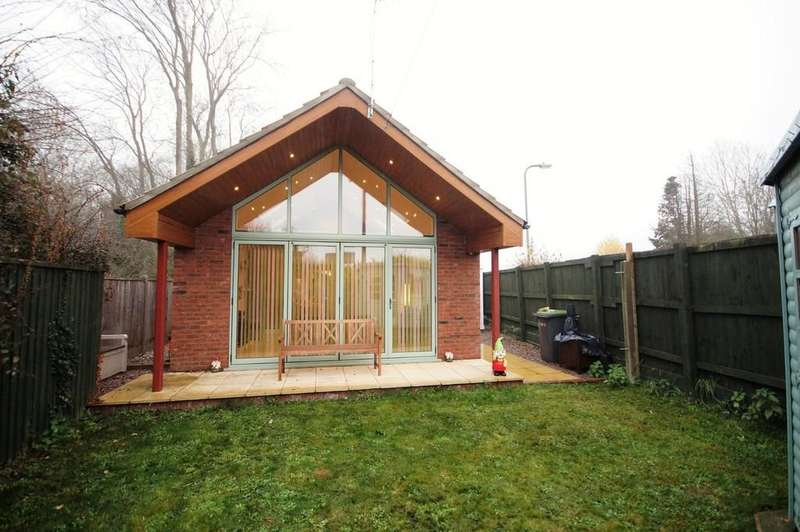 2 Bedrooms Detached Bungalow for sale in Washingborough Road, Heighington