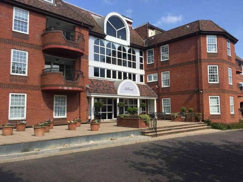 3 Bedrooms Flat for rent in Millbrook, Manor Road, Chigwell