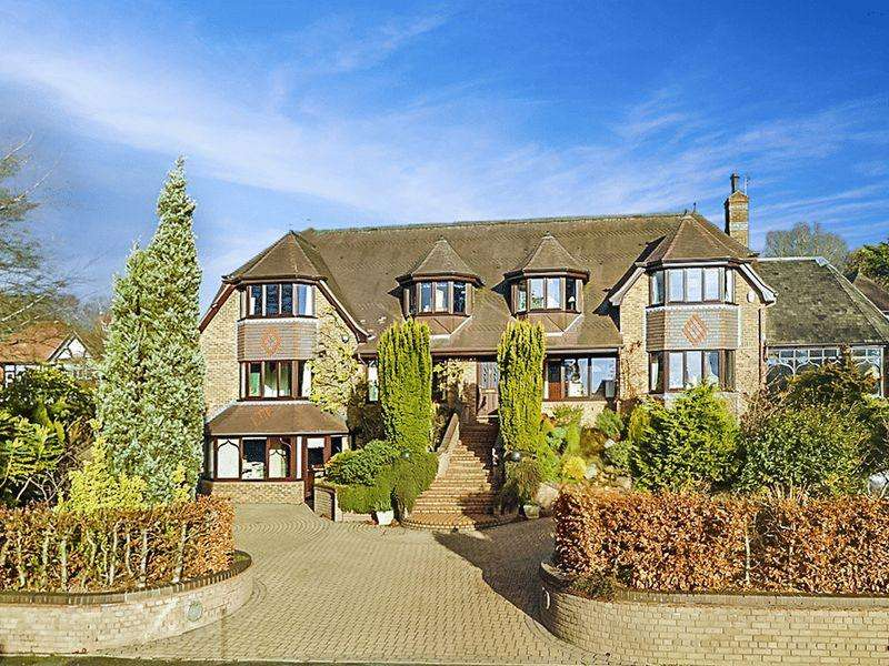 6 Bedrooms Detached House for sale in Seabridge Lane, Newcastle