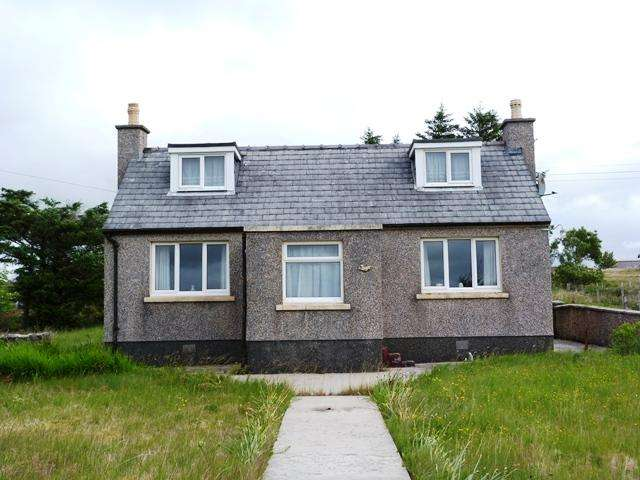 3 Bedrooms Detached House for sale in Tong Road, Isle of Lewis HS2
