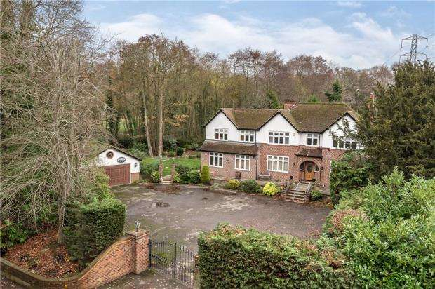 6 Bedrooms Detached House for sale in Wokingham Road, Sandhurst, Berkshire