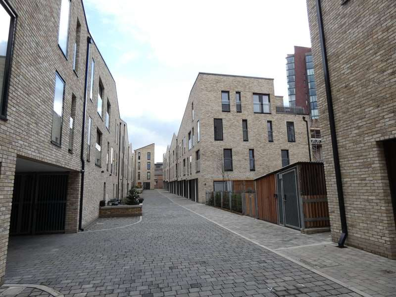 4 Bedrooms Town House for sale in Spindle Mews, Manchester, Greater Manchester, M4