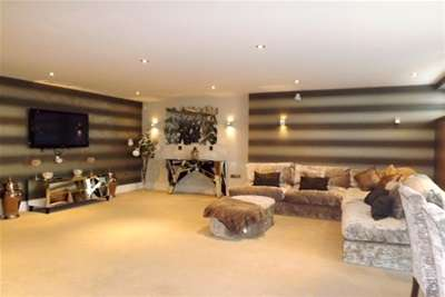 3 Bedrooms Flat for rent in Chigwell