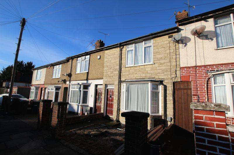 2 Bedrooms Terraced House for sale in Tudor Road.