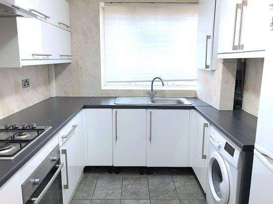 3 Bedrooms Flat for sale in Newton House, Cornwall Street, London