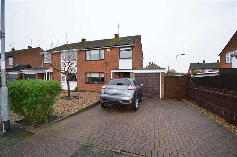 3 Bedrooms Semi Detached House for sale in Newton Drive, Birstall