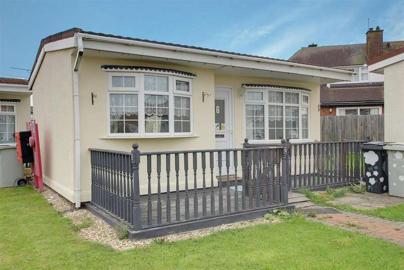 2 Bedrooms Detached Bungalow for sale in Seaholme Road, Mablethorpe