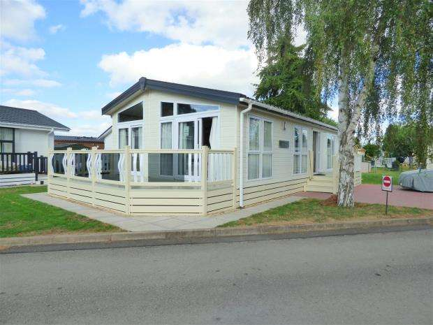 2 Bedrooms Mobile Home for sale in Downfield Lane, Twyning, Twyning