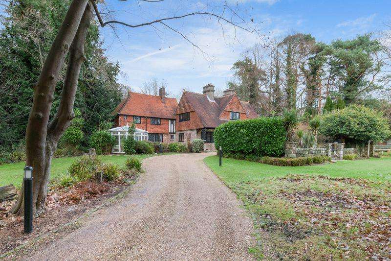 5 Bedrooms Detached House for sale in London Road, Maresfield, TN22