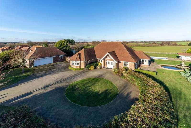 4 Bedrooms Detached Bungalow for sale in Moorlands, Clacton Road, Frating