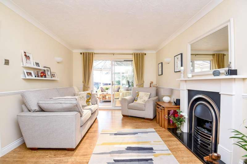 4 Bedrooms Detached House for sale in Middleton Court, Newbury, RG14