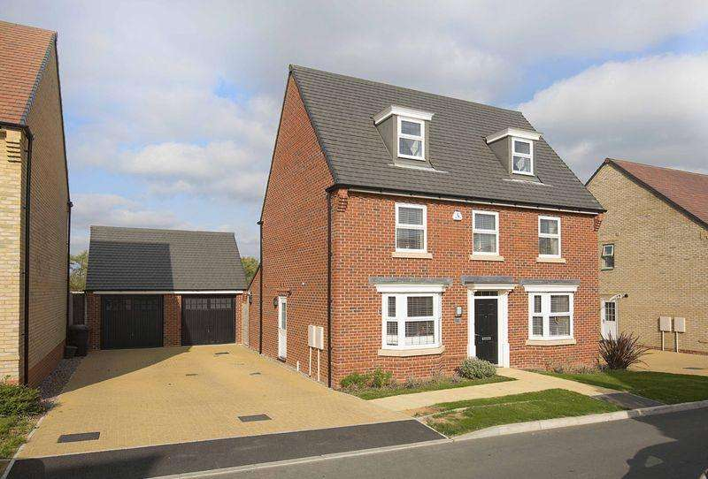 5 Bedrooms Detached House for sale in Harrier Close, Priors Hall, Weldon